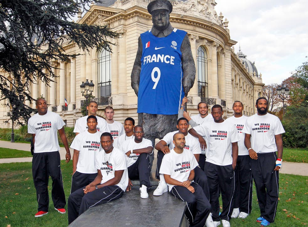 France's basket national team players pose next to the statue of Winston Churchill in 2011