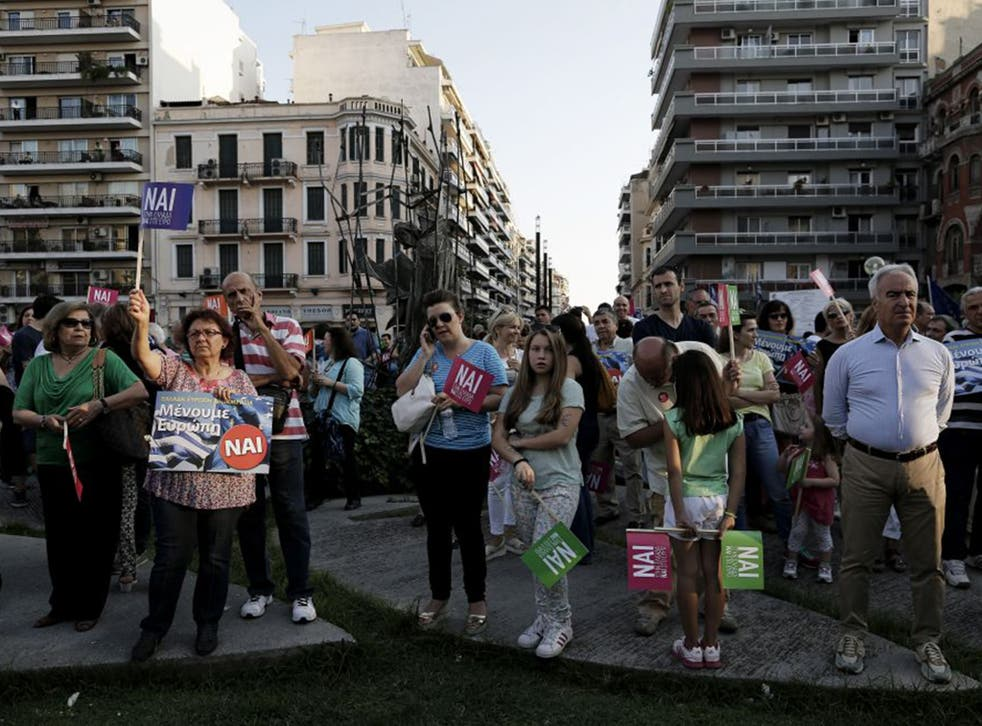 Protesters in support of a Yes ('Nai') vote in Thessaloniki on Friday