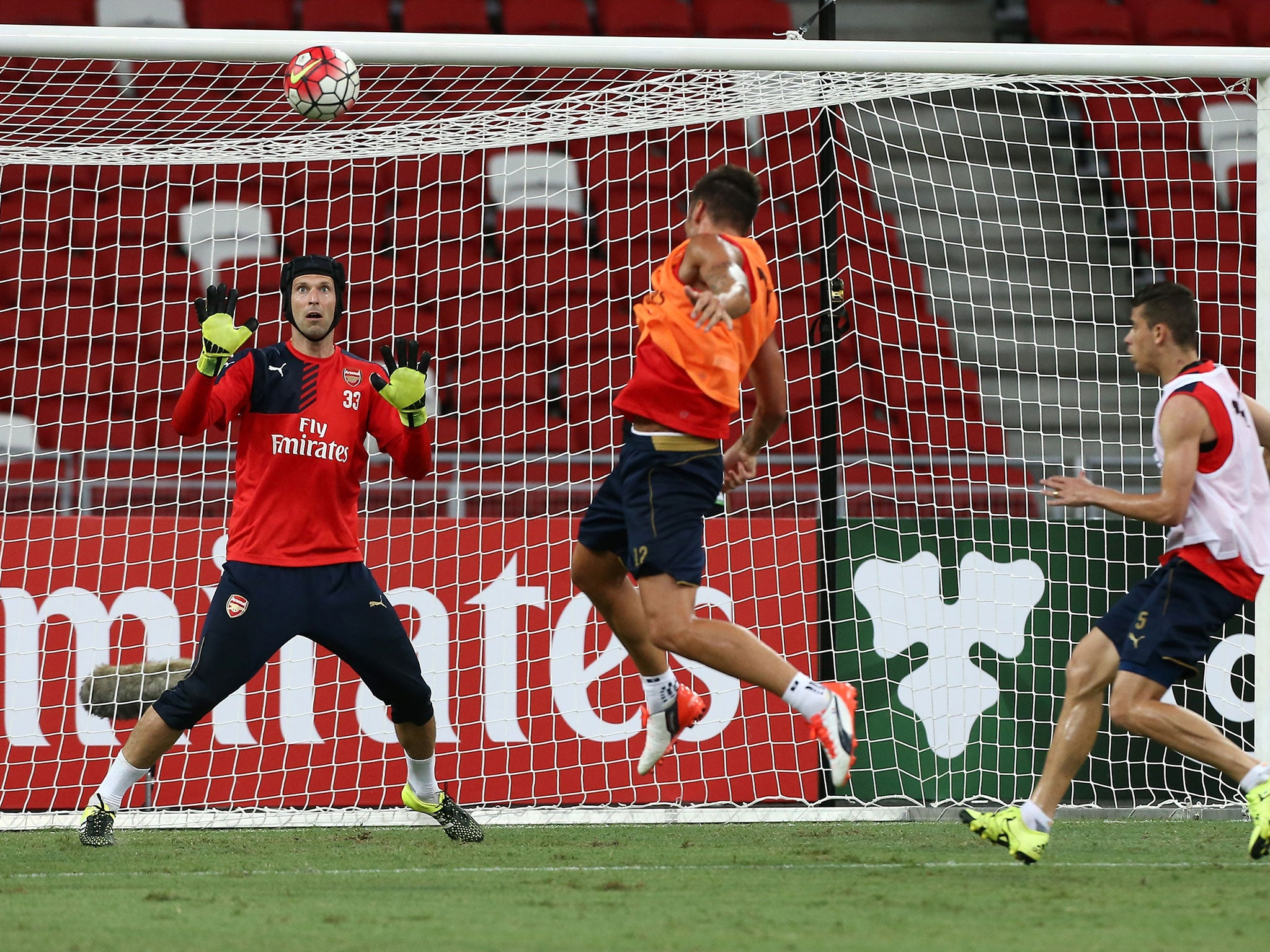 8e7d6f93 Petr Cech: Watch the new Arsenal goalkeeper pull off incredible double save  during pre-season training