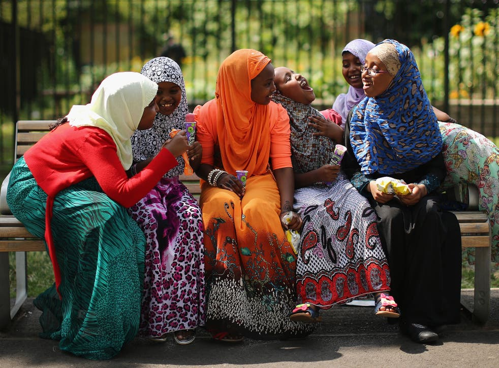 Girls eat iced lollies as they celebrate Eid