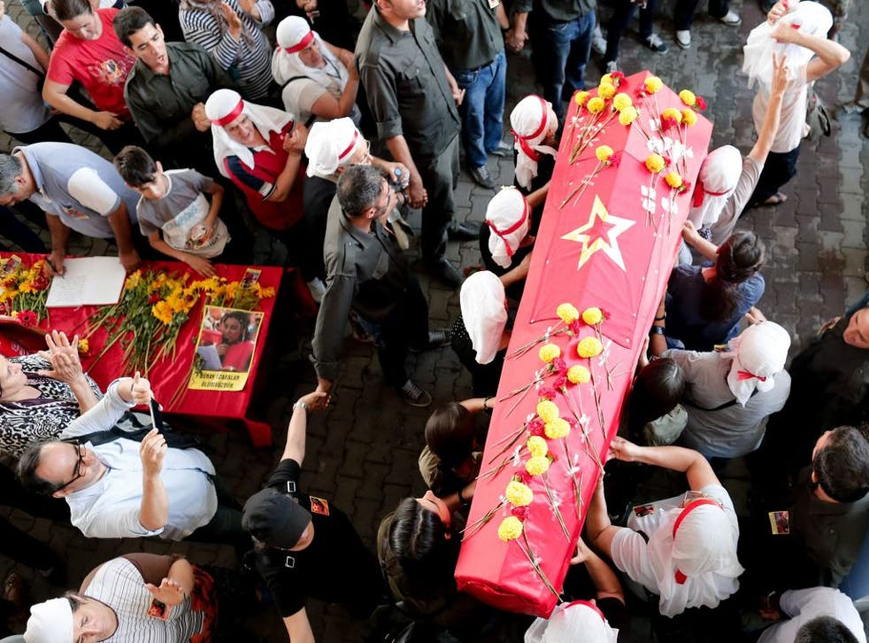 Protesters carry the coffin of Gunay Ozarslan, who was killed by Turkish police at an anti-terror operation, during the funeral in Istanbul, turkey, 27 July 2015.