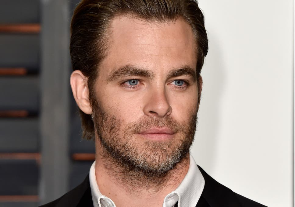 wonder woman actor chris pine thrilled to play secondary character