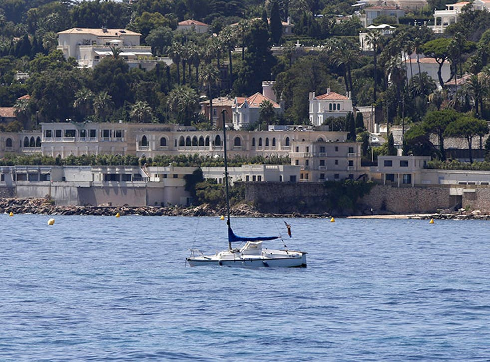 It has been reported that female police officers have been turned away from King Salman's beach at his villa in Vallauris