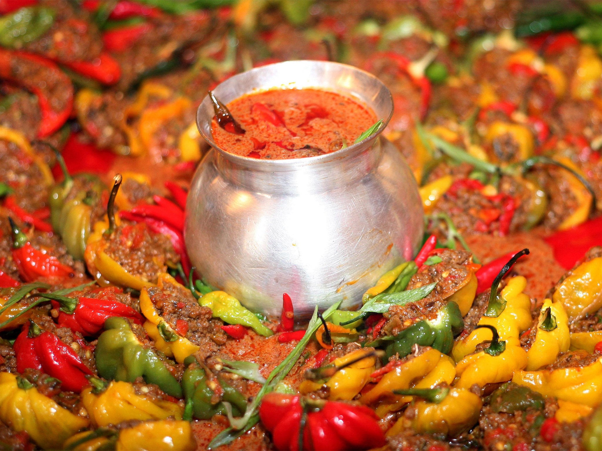 Spicy food 'can lower the risks of early death'   The