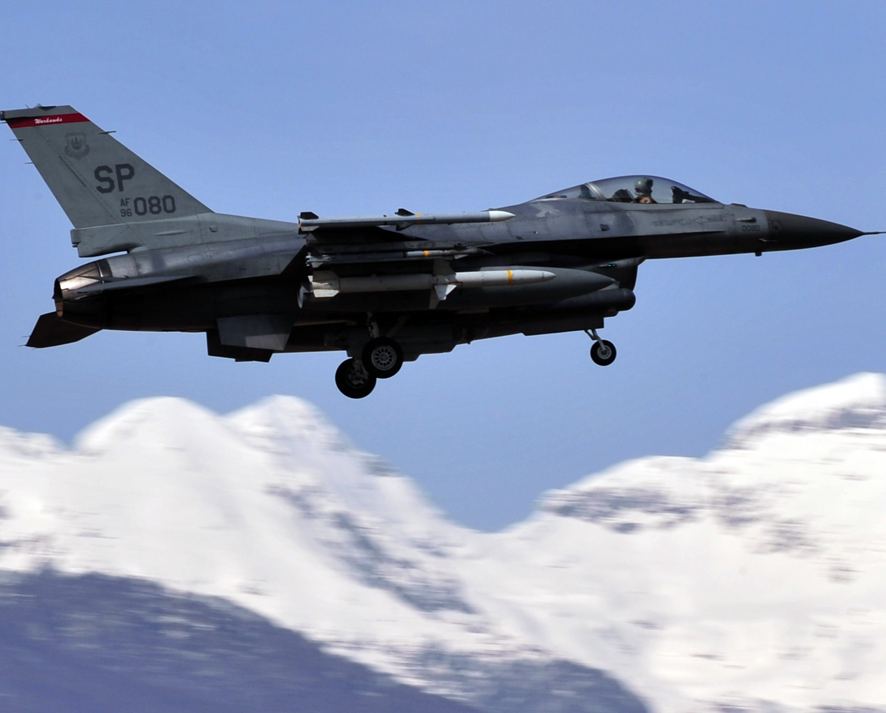 f16 fighter jet saves patient u0027s life by flying medical equipment