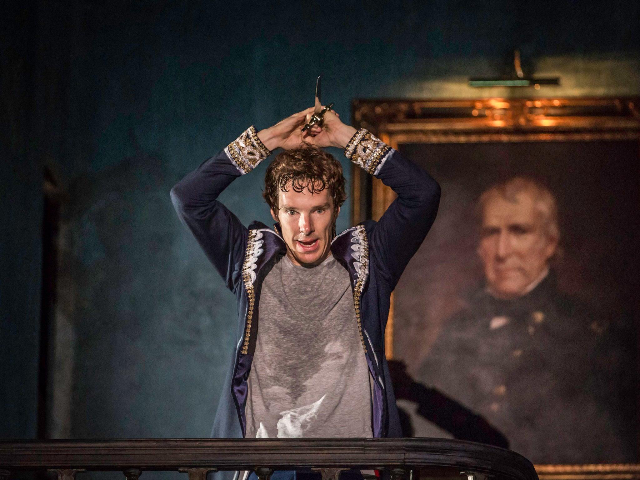 Benedict Timothy Carlton Cumberbatch CBE s 19 heinäkuuta 1976 Lontoo Englanti on brittiläinen näyttelijä ja elokuvatuottaja Hän on työskennellyt sekä