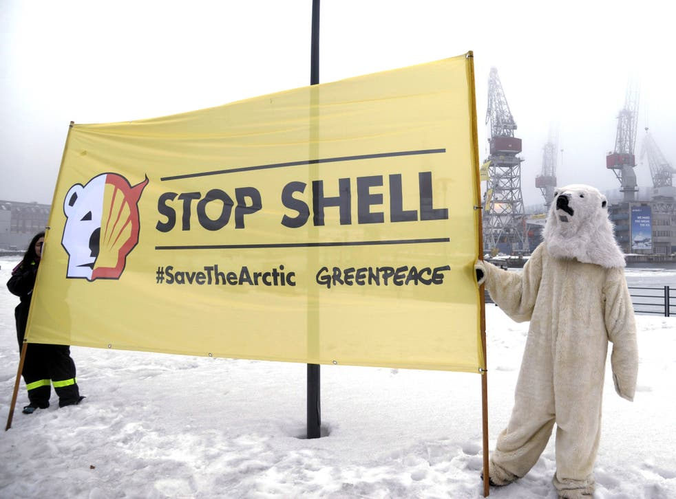 Greenpeace activists demonstrate against Fennica in 2012