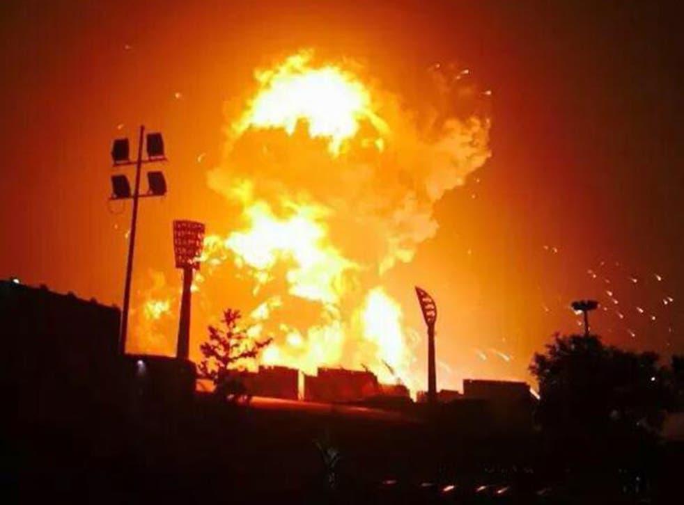 A huge explosion engulfs Tianjin