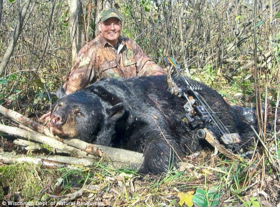Walter Palmer with a black bear he killed in 2006