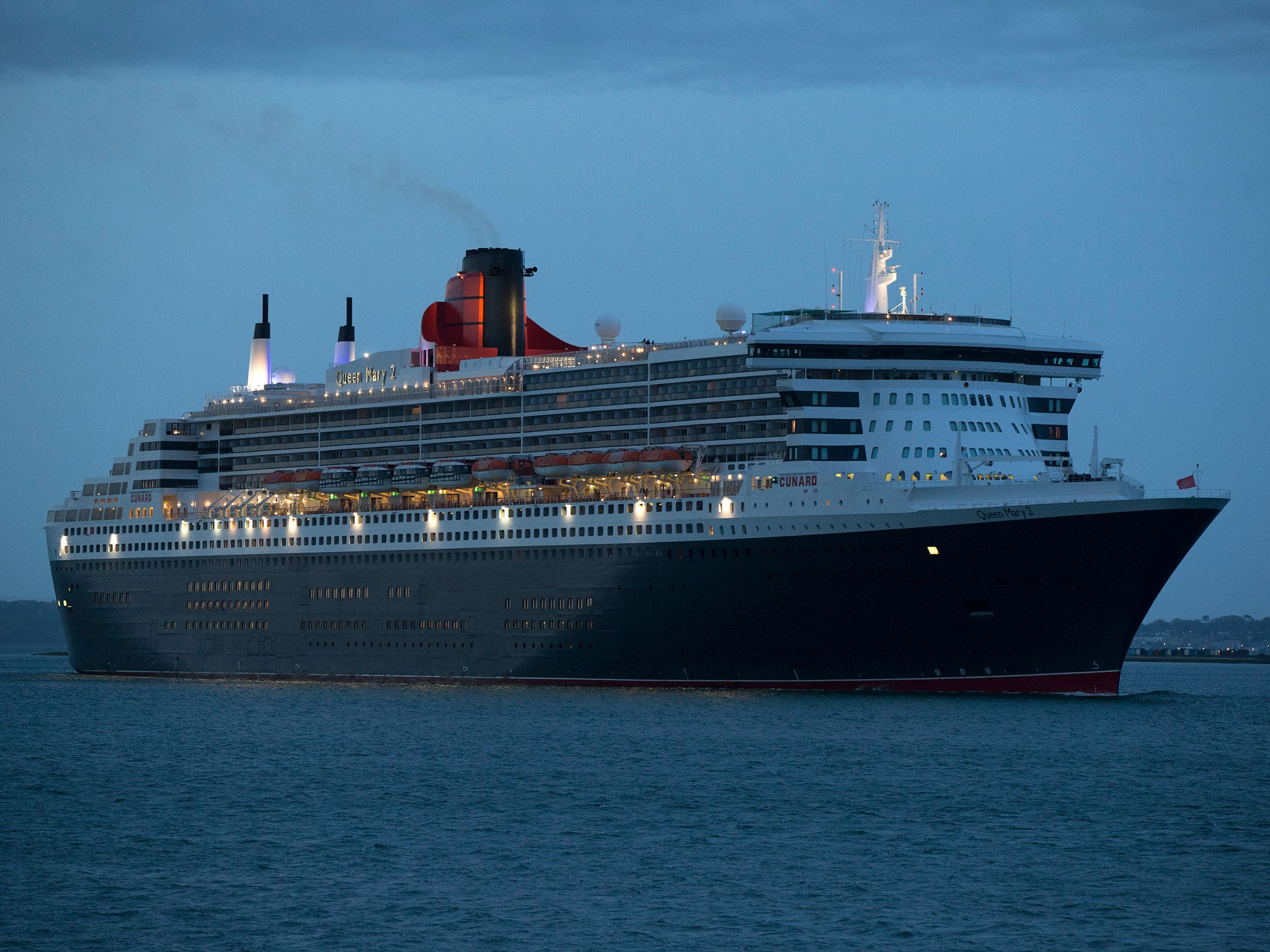 Queen mary 2 crew reportedly banned from drinking alcohol for Queen mary 2 interieur