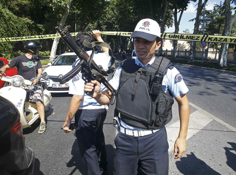 Turkish policemen secure the area after a shooting incident near the entrance to Dolmabahce palace in Istanbul, Turkey, 19 August, 2015