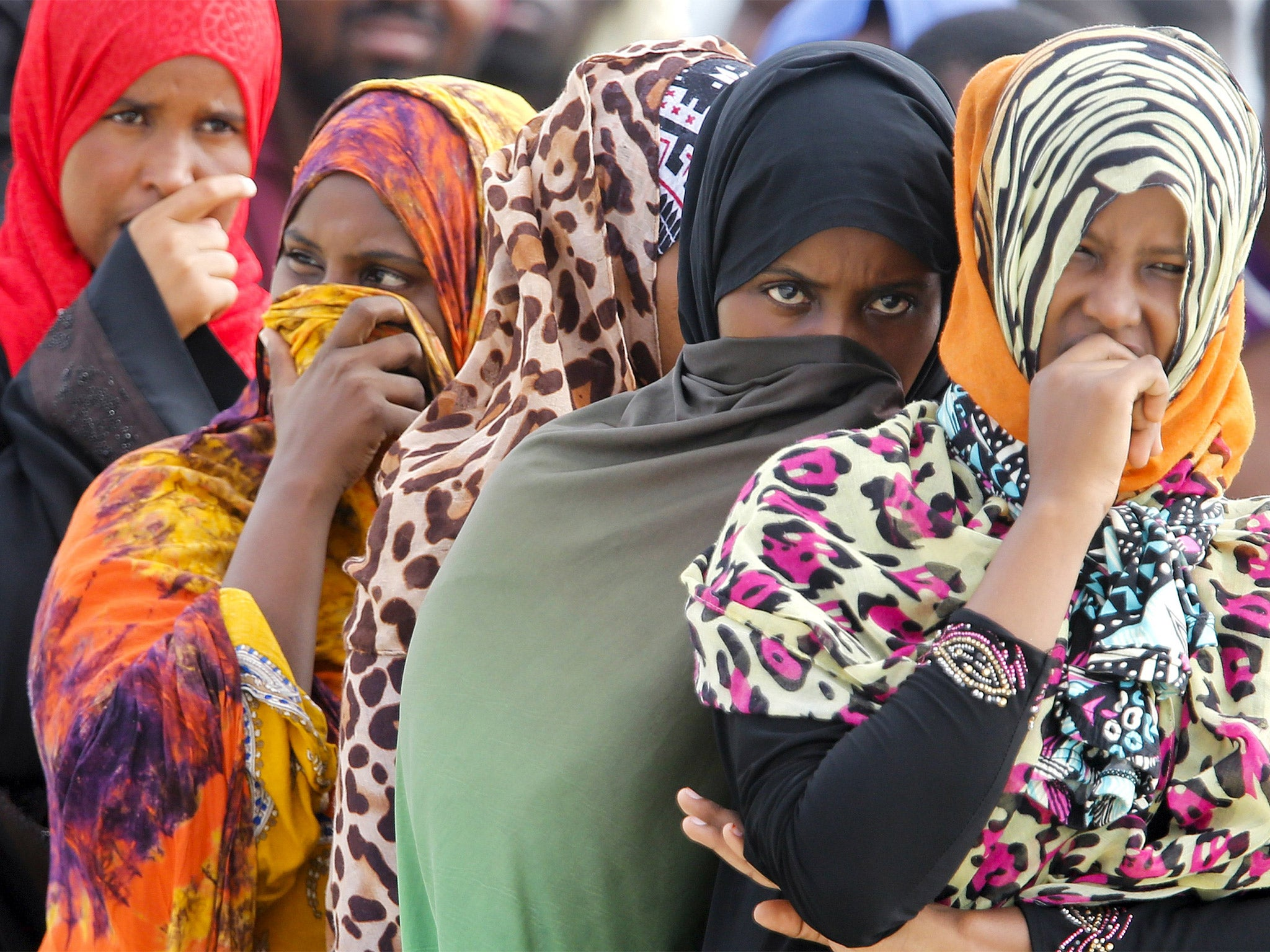 Migrant crisis: Francois Hollande and Angela Merkel tell Italy to sort true asylum-seekers from economic migrants