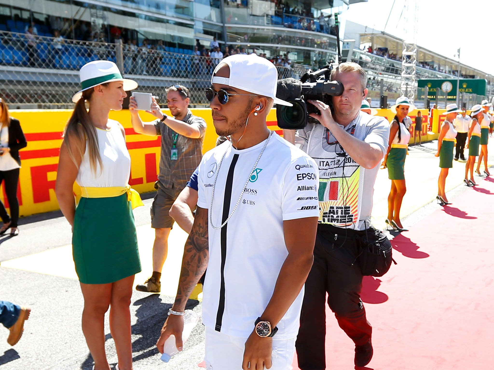 Lewis Hamilton forced to apologise after leaving baseball