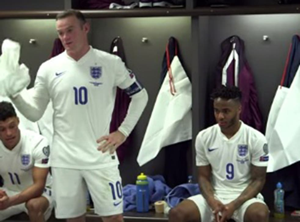 Wayne Rooney gives speech to his team-mates after the match