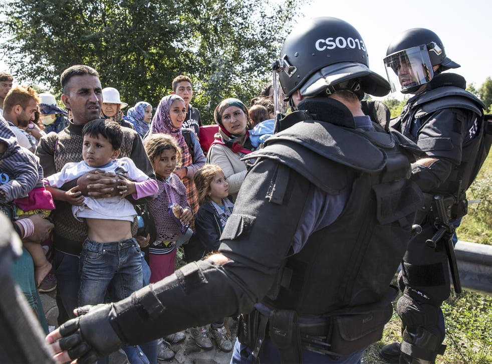 Refugees try to break through police lines in Morahalom, Hungary