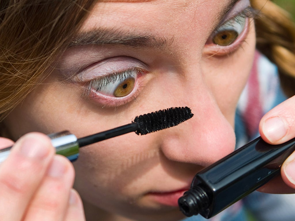 7 Ways Make Up Can Harm Your Eyes The Independent