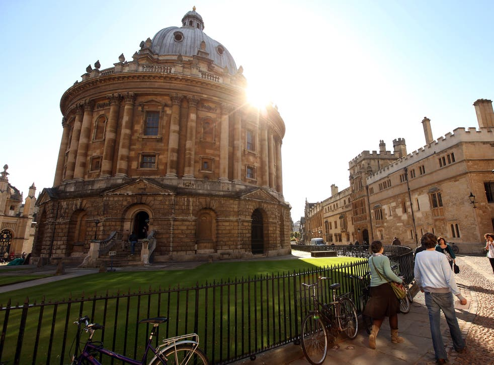 Students walk past The Radcliffe Camera in Oxford's city centre