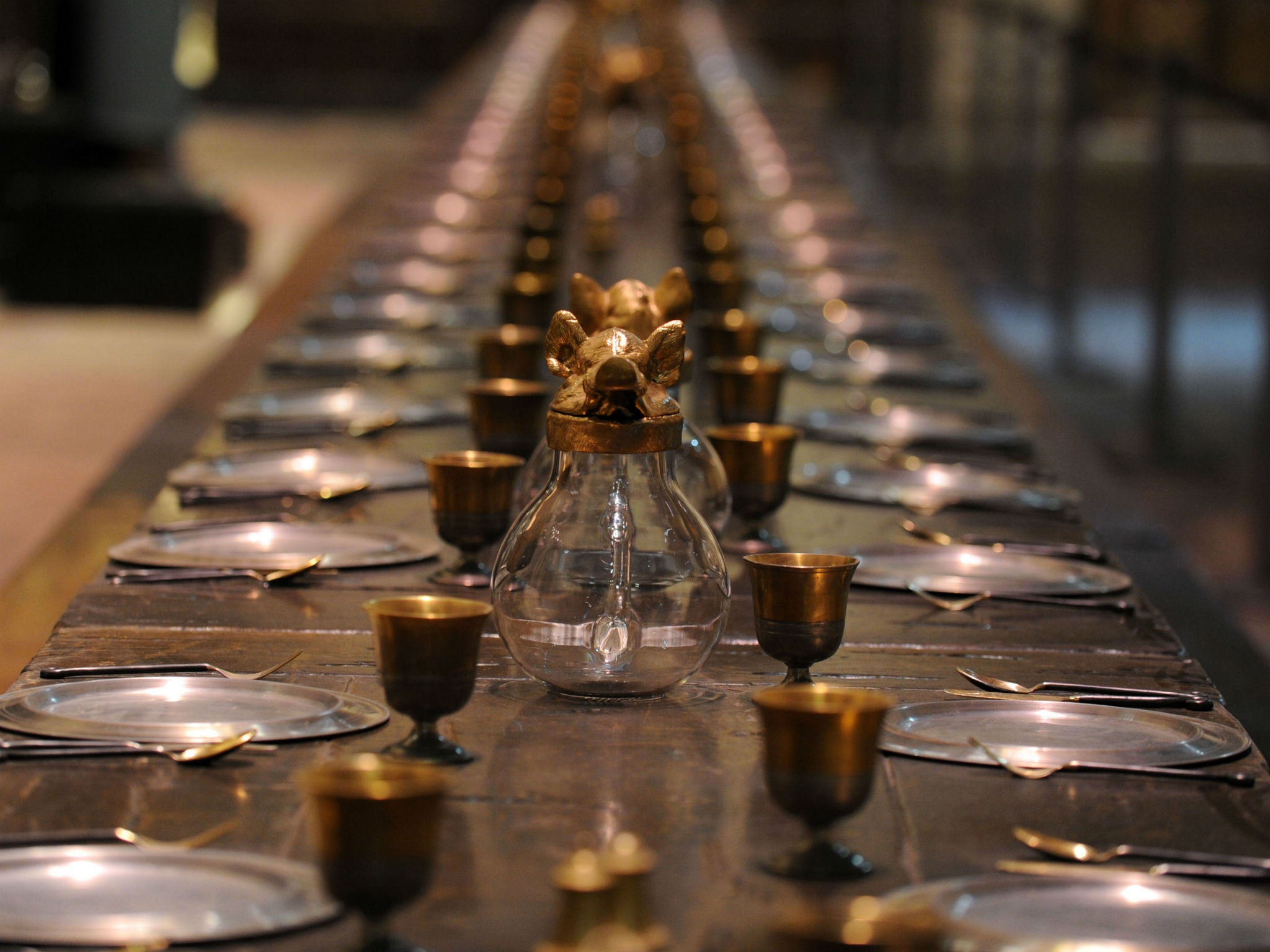 Harry potter fans can finally dine in the great hall this for Dining table harry styles