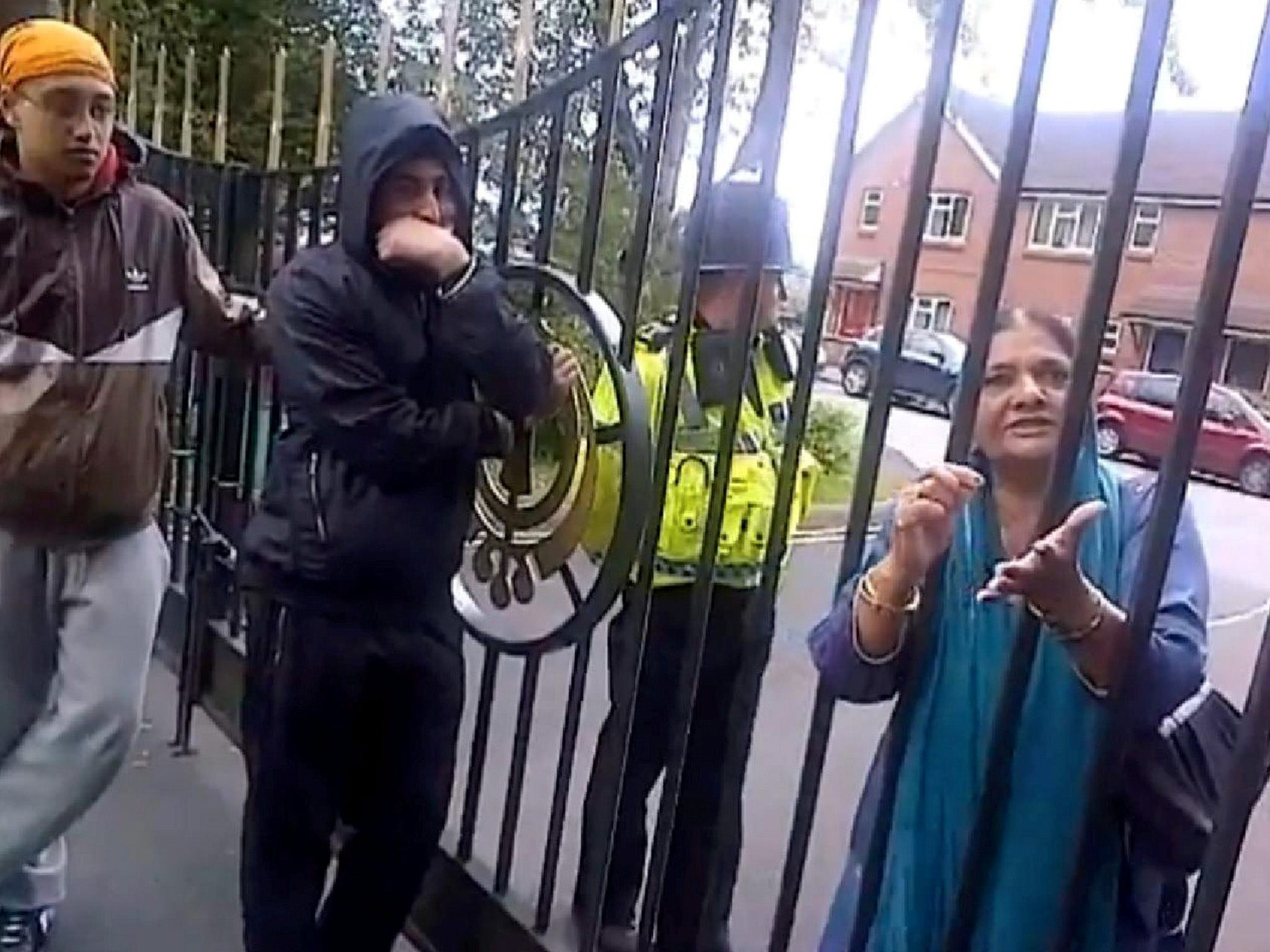 The British Sikh men trying to stop women marrying outside their