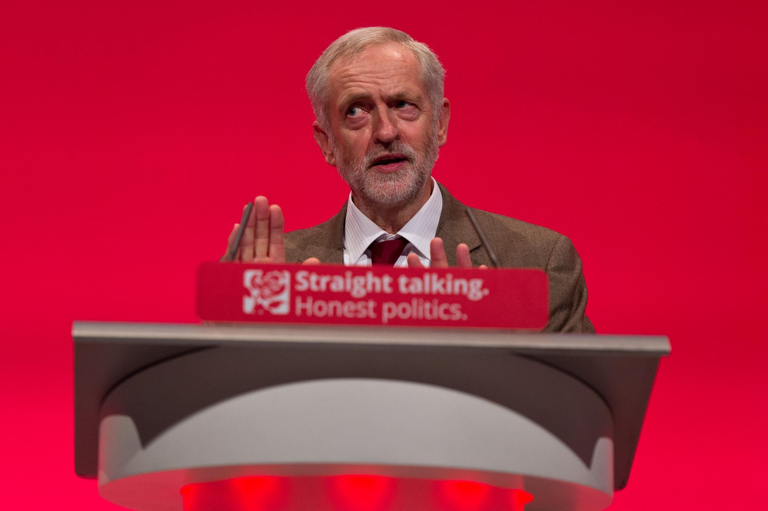 Labour gets 100,000 new members as leadership crisis deepens