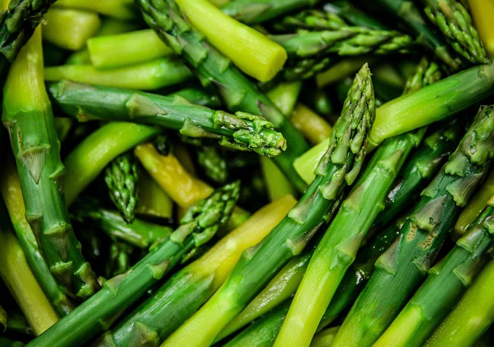 Why does my pee stink after eating asparagas