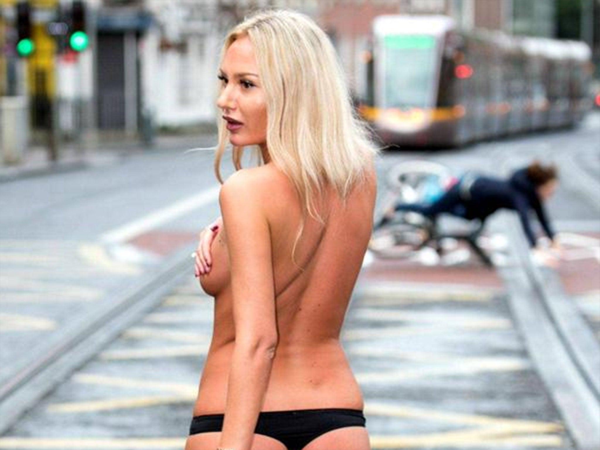 Amanda brunker bikini
