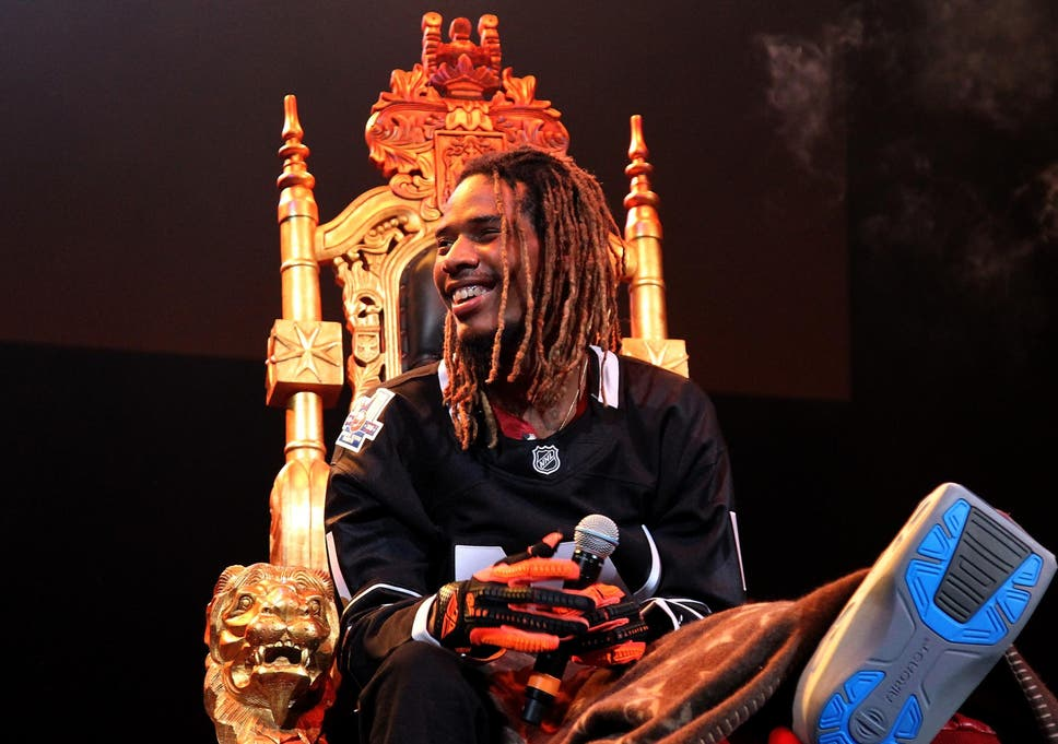Fetty Wap performs with broken leg in first show since