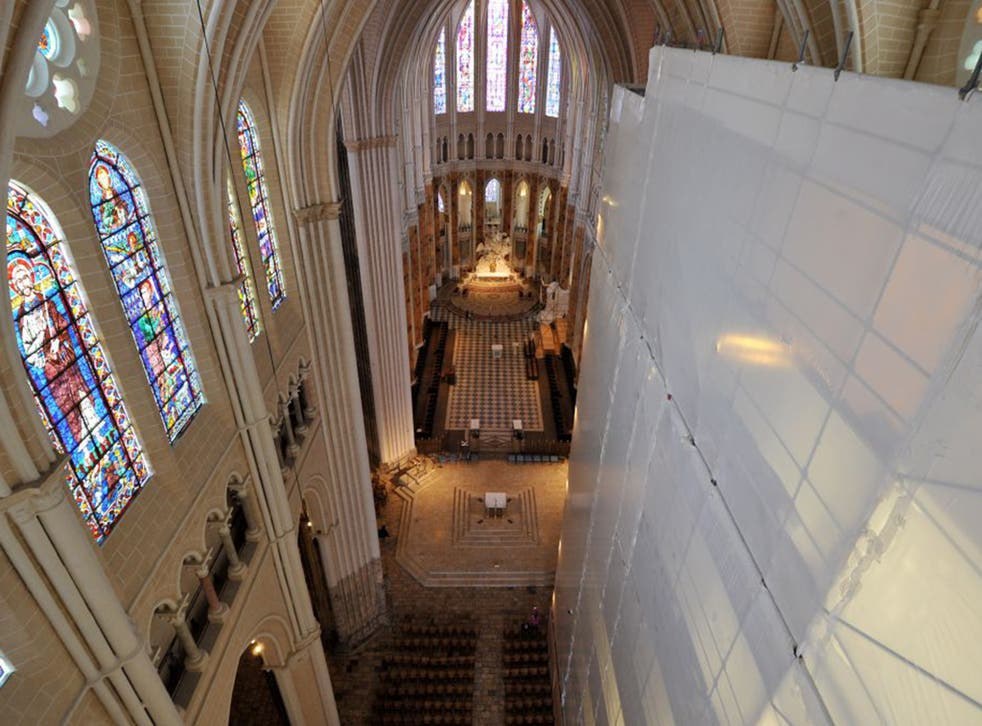 The cleaning of the entire cathedral, built between 1194-1250, should be finished in 2017 or 2018