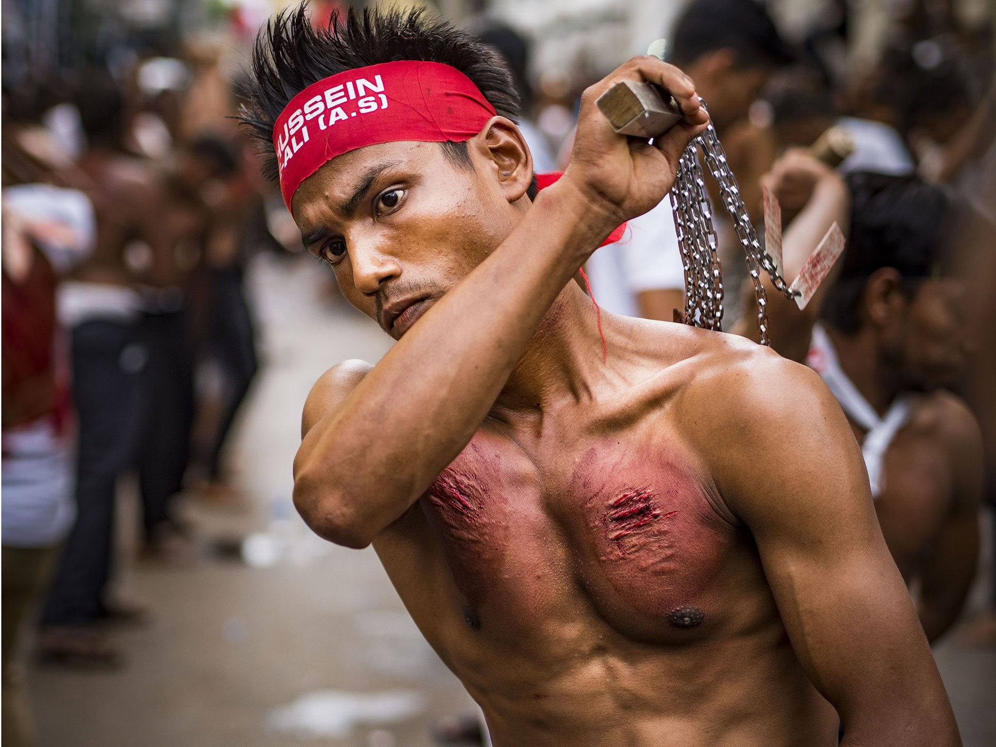 Shia Muslims slash and whip themselves to mourn the death of Prophet