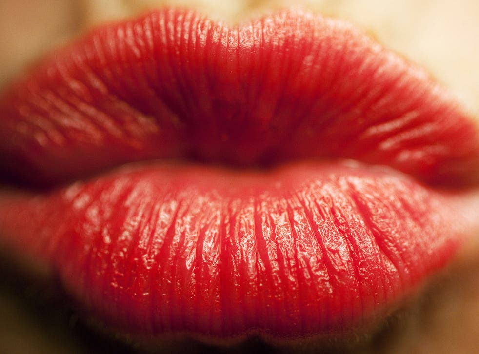 Lips lips kissing to How to