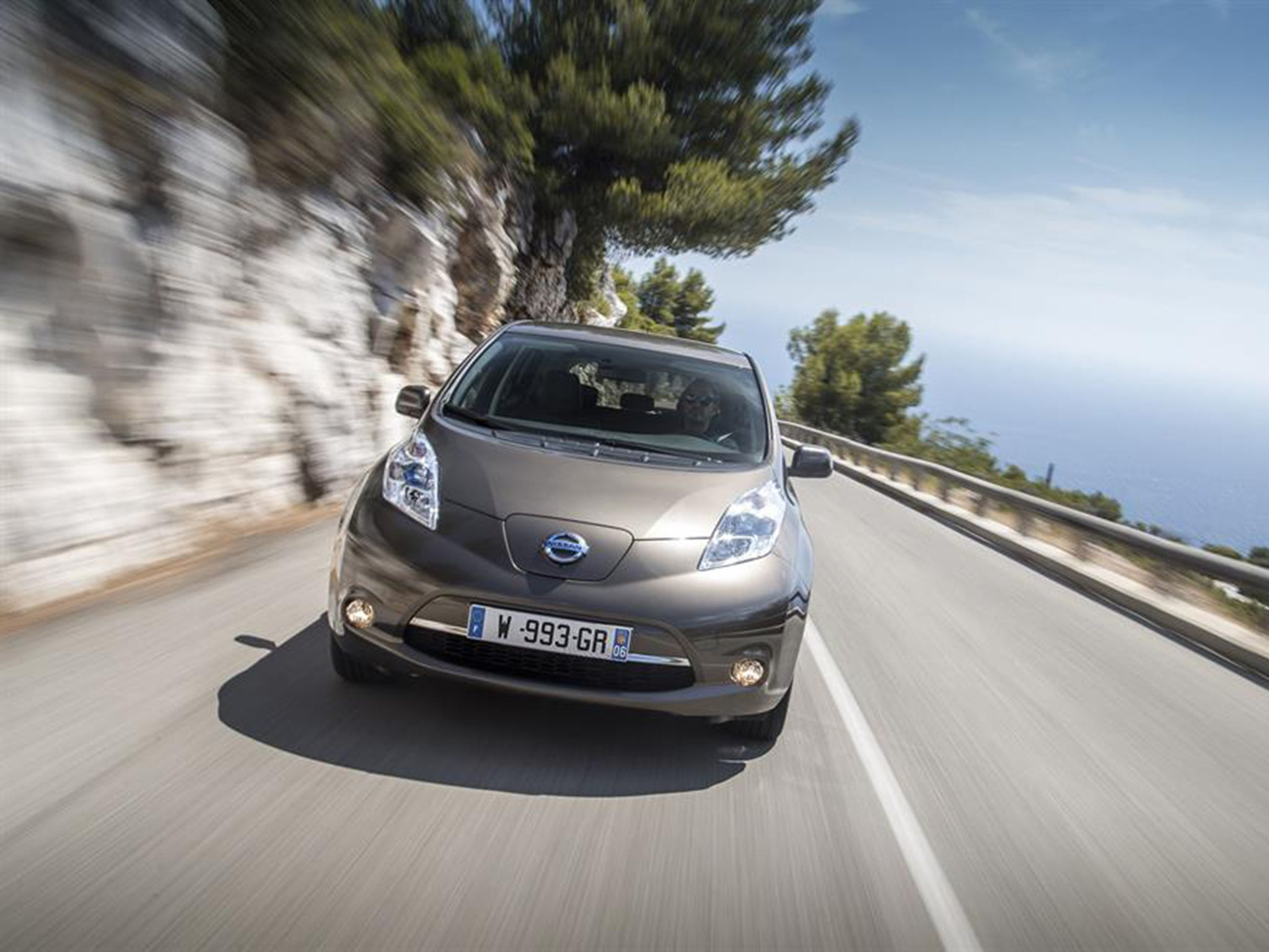 Nissan Leaf 30kwh Car Review Anything That Tackles The Modern Control Ac March