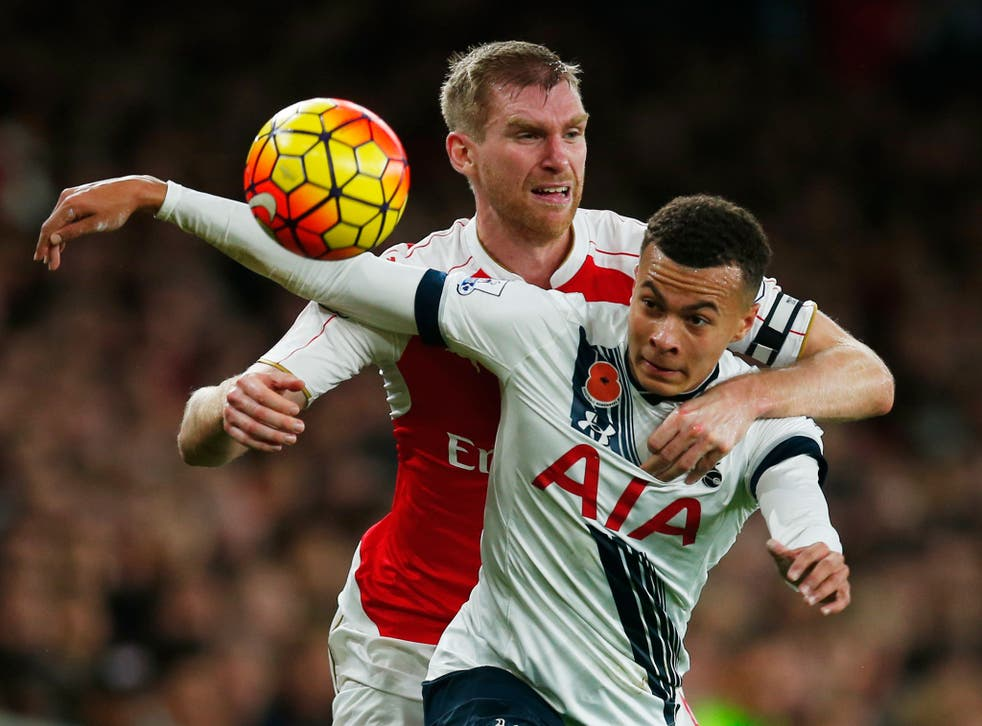 Per Mertesacker gets to grips with Dele Alli