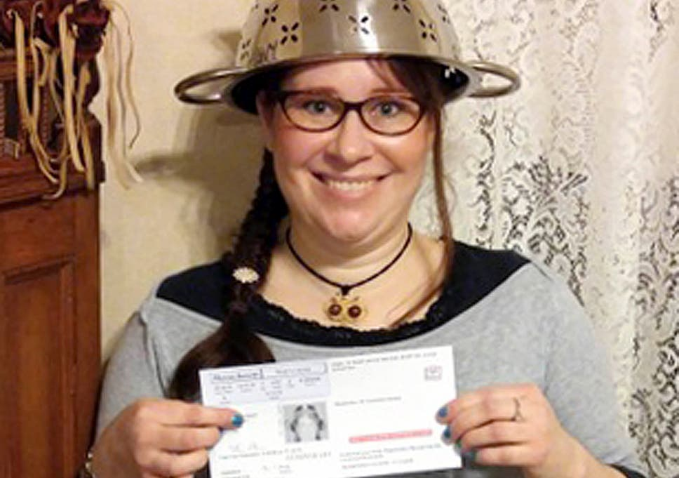 pastafarian lindsay miller allowed to wear colander on head in