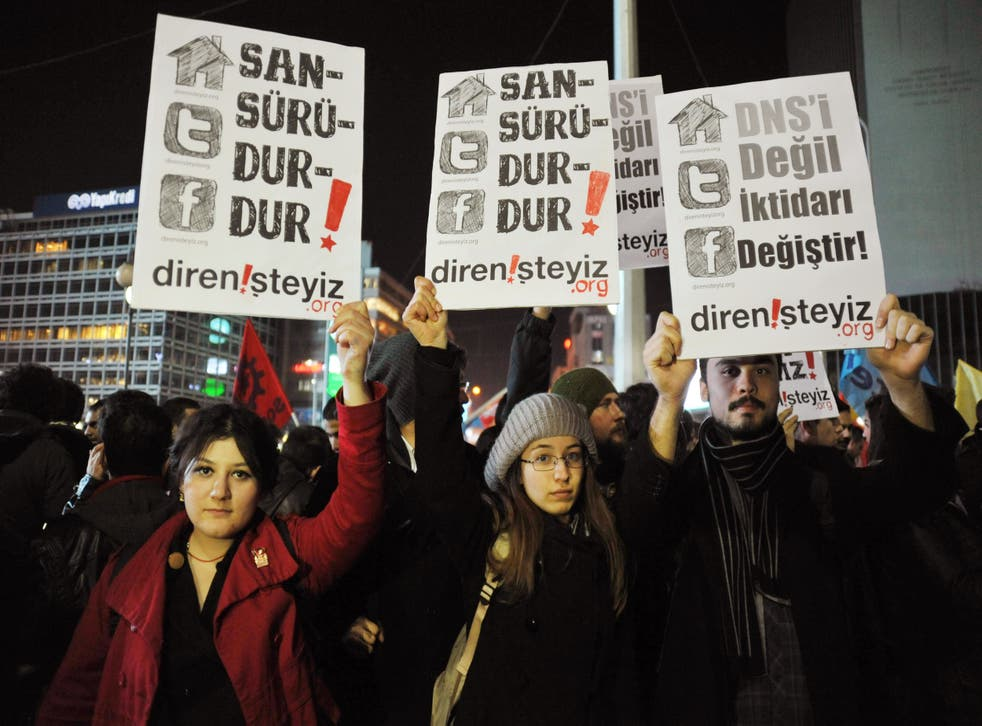 Young Turkish people protest internet censorship in 2014