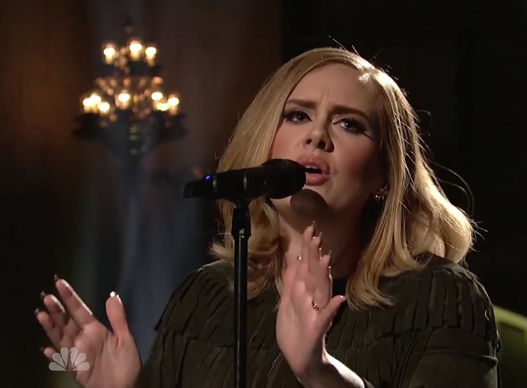 Adele's Raw Mic Feed From Her Performance Of 'Hello' On
