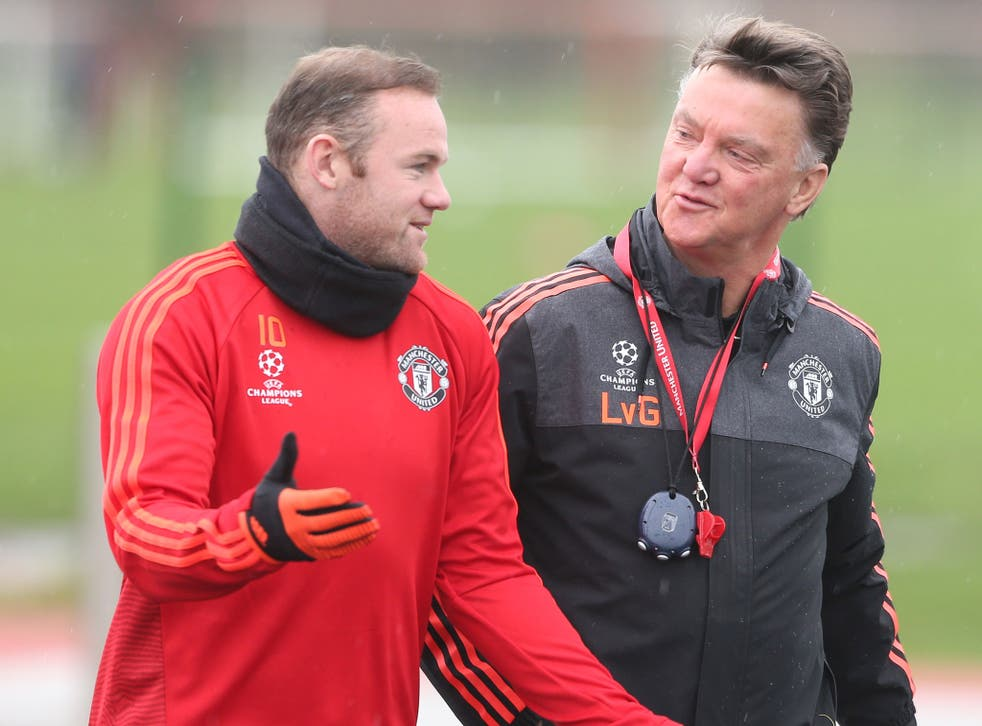Wayne Rooney speaks with Louis van Gaal during a Manchester United training session