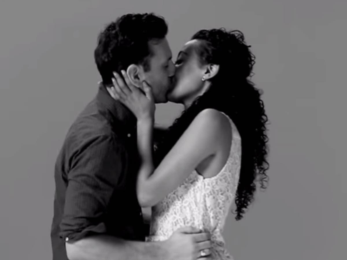 Gf kissing my I (16M)
