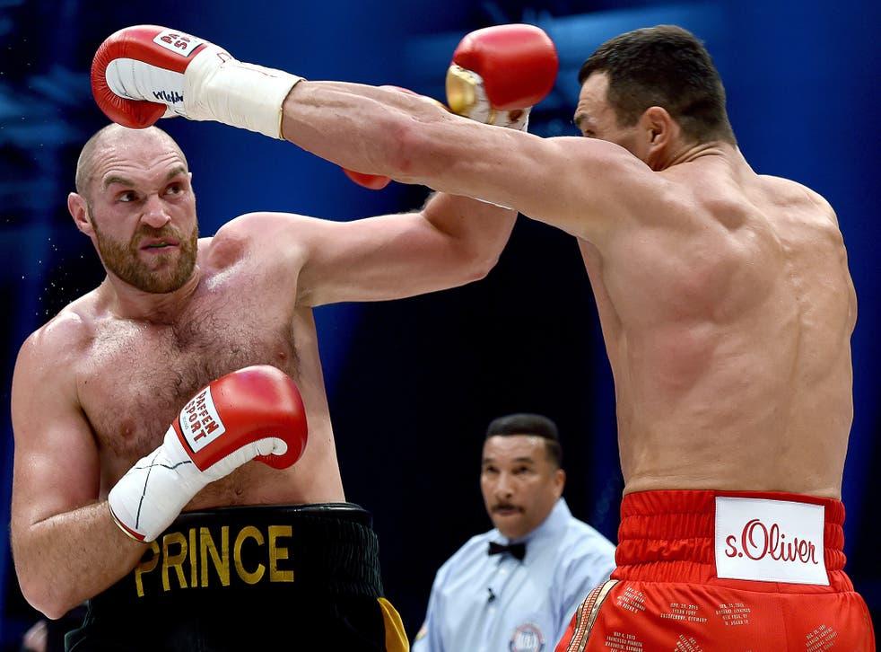 Tyson Fury catches Wladimir Klitschko with a left
