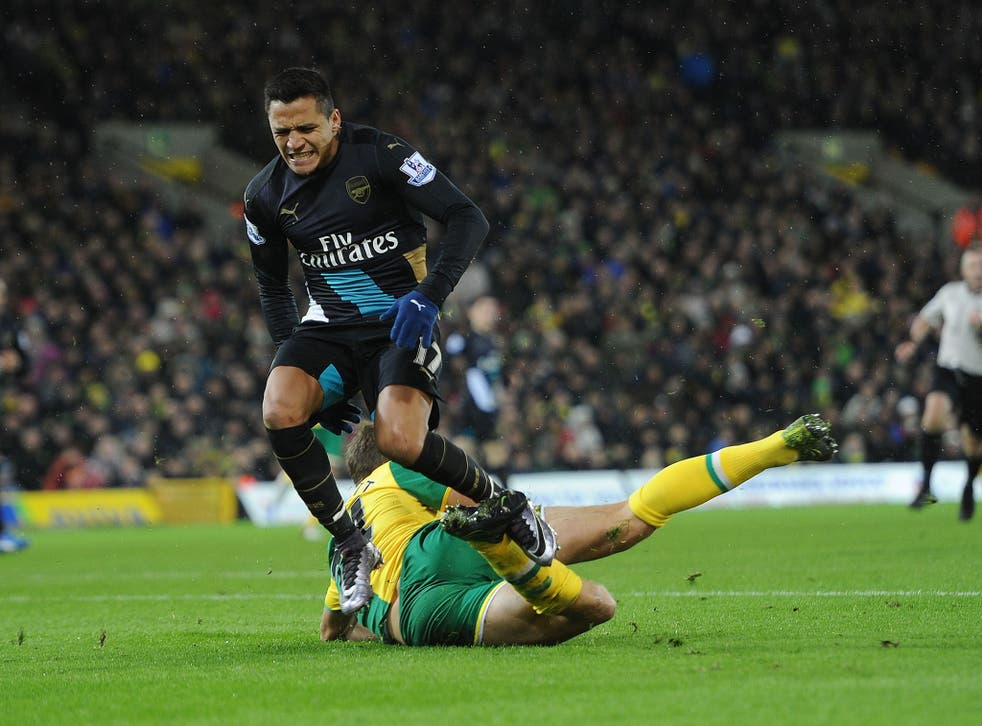 Alexis Sanchez injures his hamstring during the 1-1 draw with Norwich