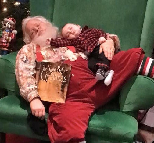 Viral News Home: Picture Of Baby With 'sleeping Santa' Goes Viral