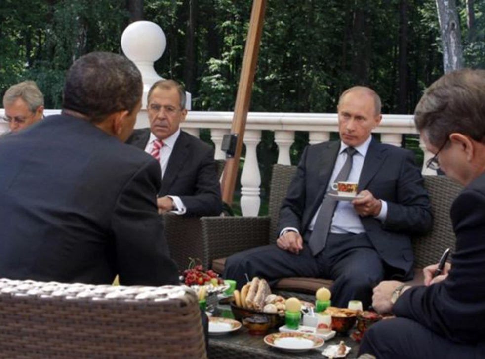 Barack Obama And Vladimir Putin S Latest In A Long Line Of Awkward Photos The Independent The Independent