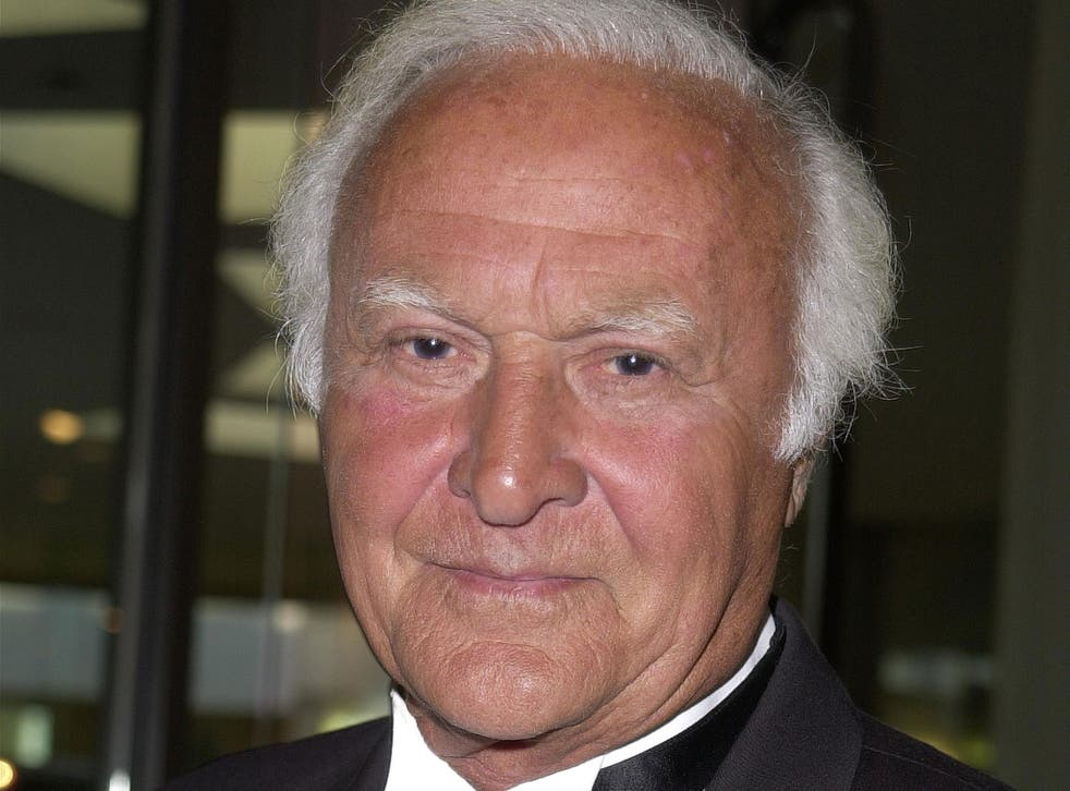 Actor Robert Loggia attends the 10th Annual Ella Awards 25 April, 2001 in Beverly Hills, California