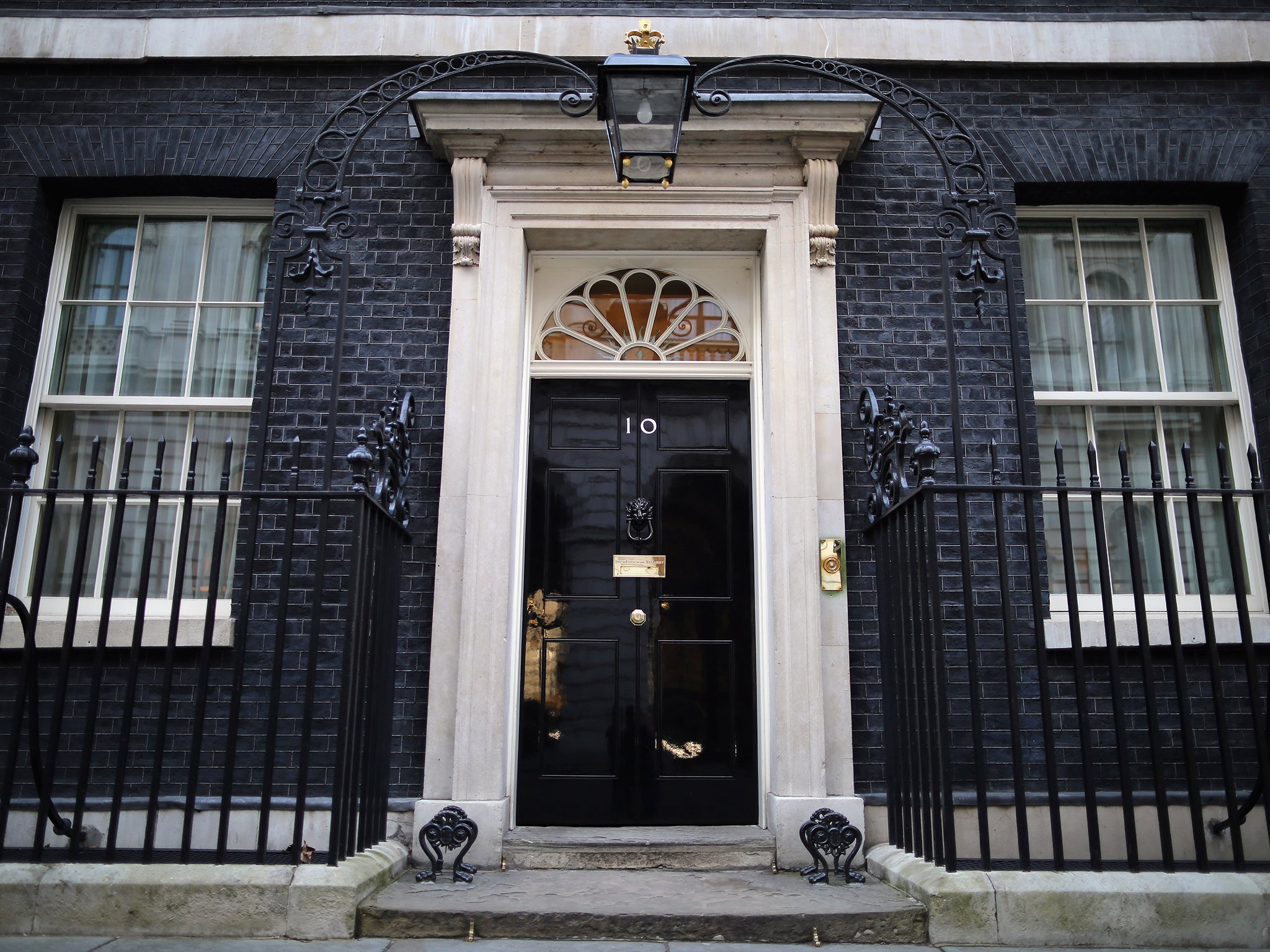 10 downing street take a rare glimpse inside the prime. Black Bedroom Furniture Sets. Home Design Ideas