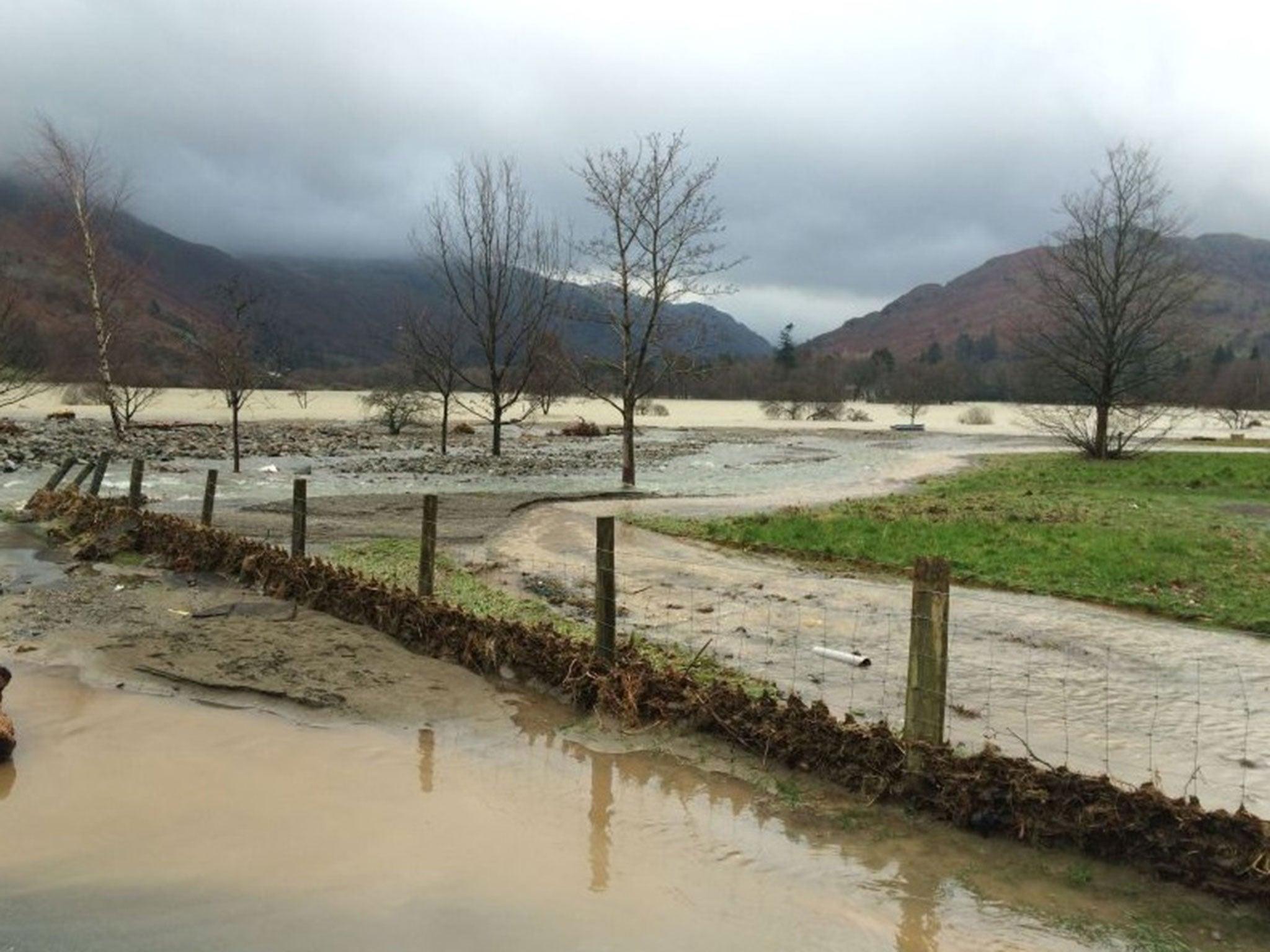 cumbria flood bride battles - HD2048×1152