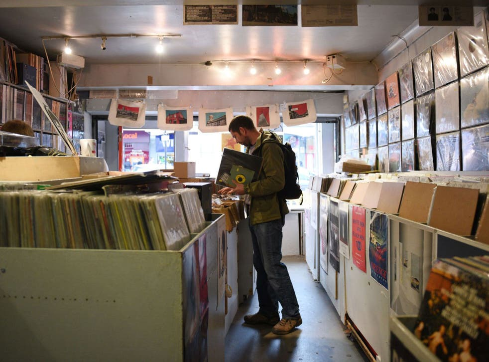 Vinyl album sales continue to surge, up 50% in 2015, despite the rise of streaming