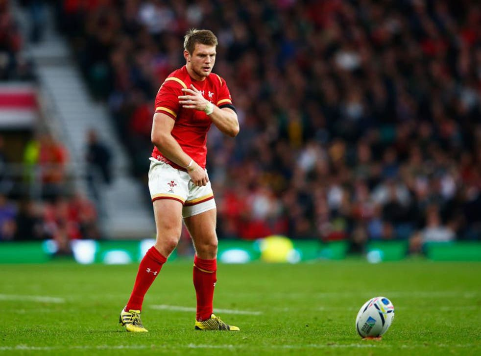 Dan Biggar goes through his unique pre-kick ritual before another three-pointer for Wales