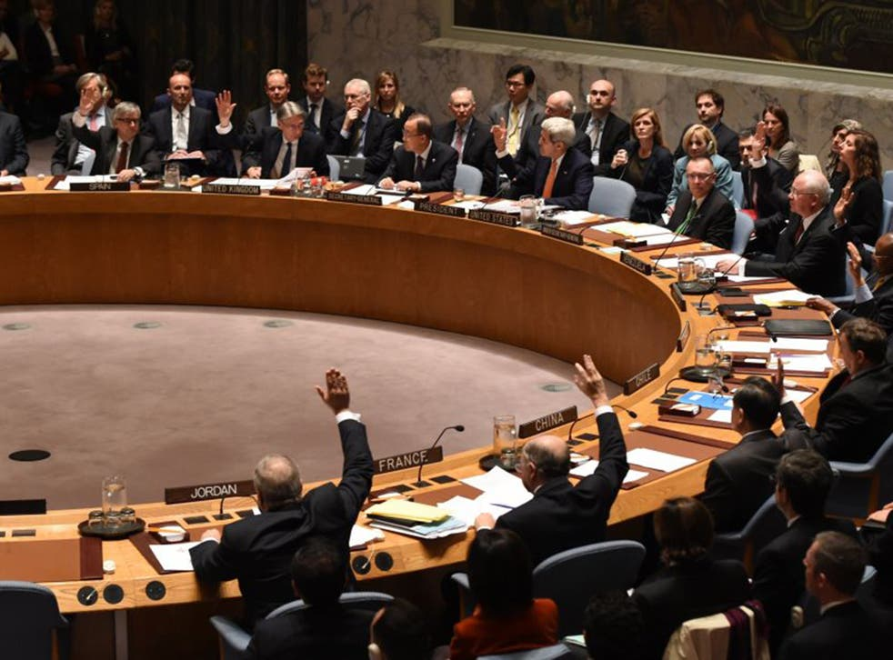 Foreign Ministers vote during the UN Security Council meeting on Syria at the United Nations on December 18, 2015.