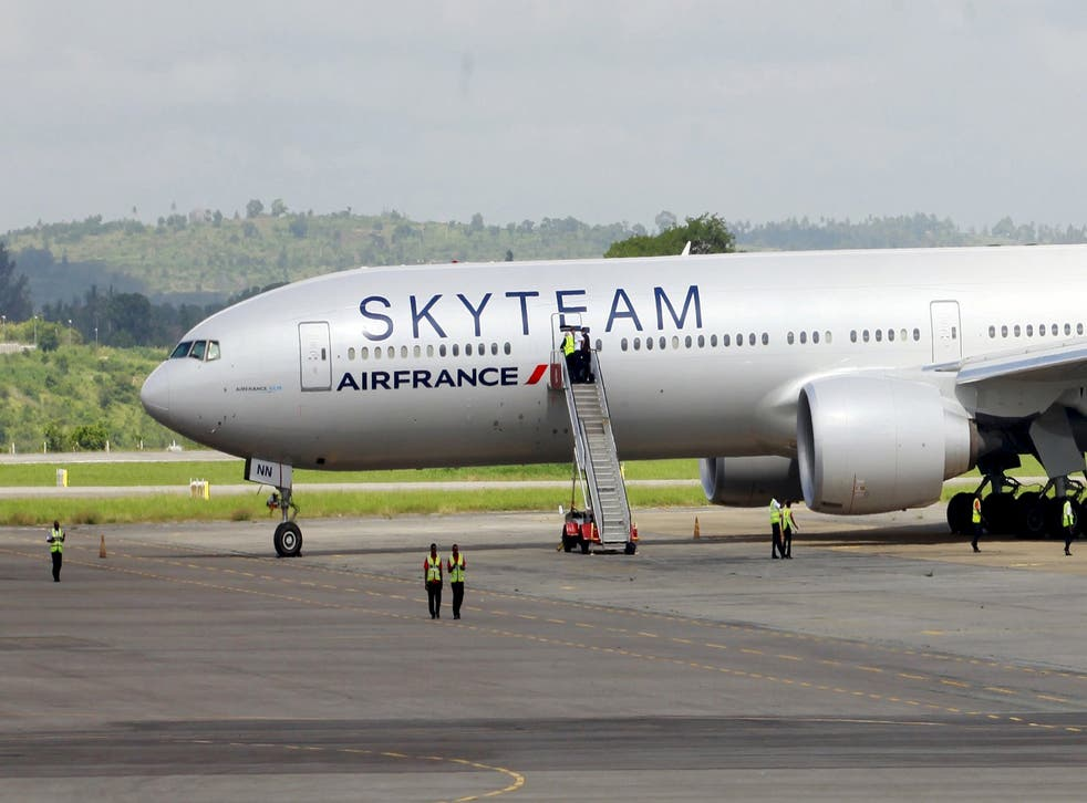 Air France flight 463 on the runway in Mombasa
