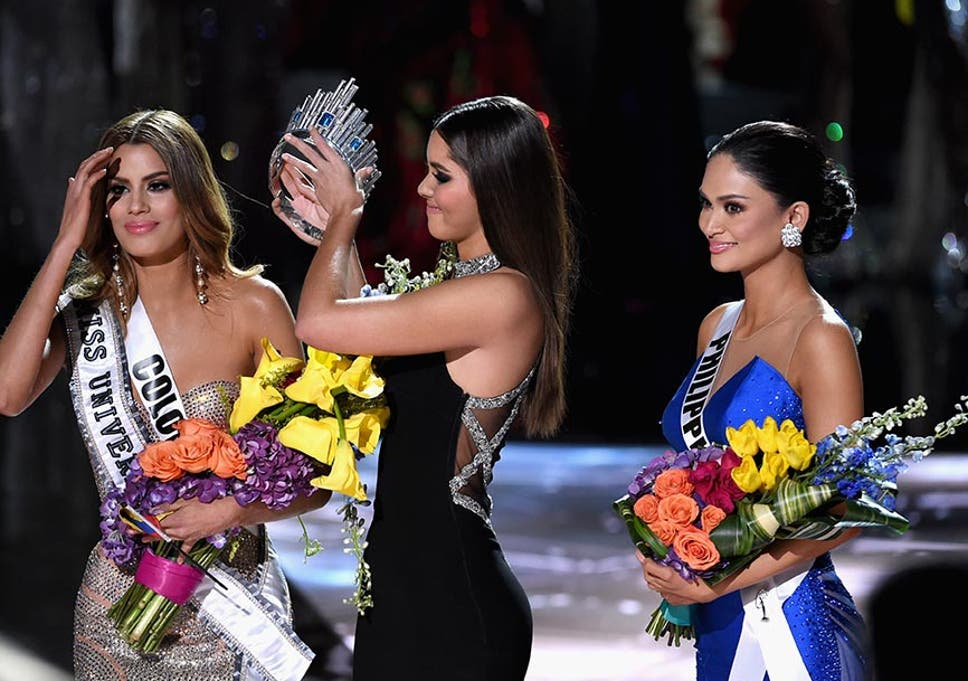 a97c76bdc2113 Miss Colombia has her crown removed by Miss Universe 2014, Paulina Vega,  and given