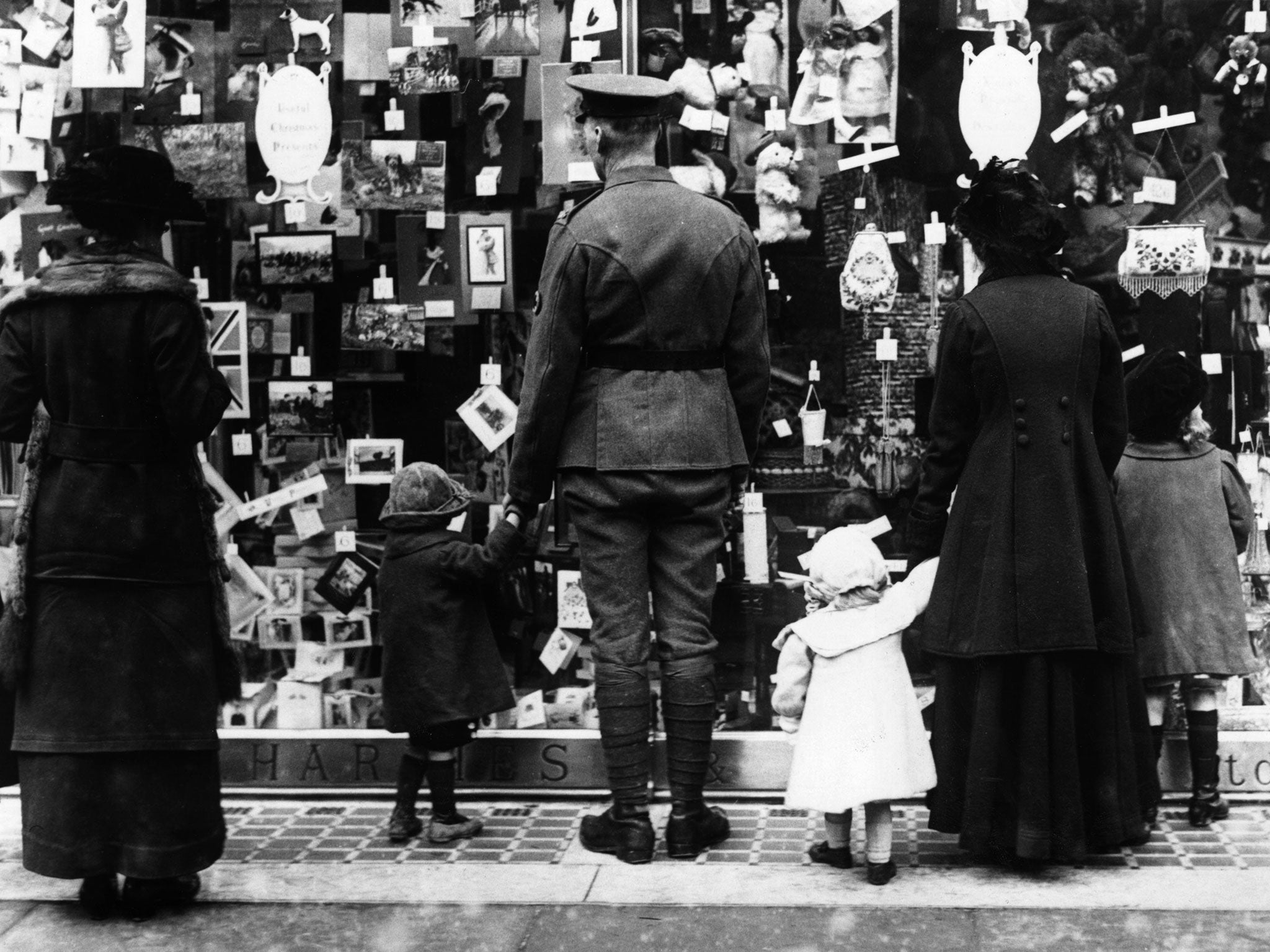 Black And White Christmas Photos Show The Festive Season Hasnt Changed As Much Youd Think